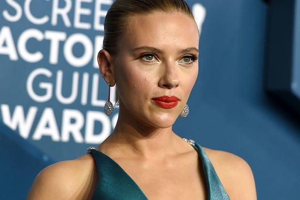 z25616882Q,Scarlett-Johansson